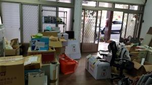 舊會館打包物品,等待搬上貨車